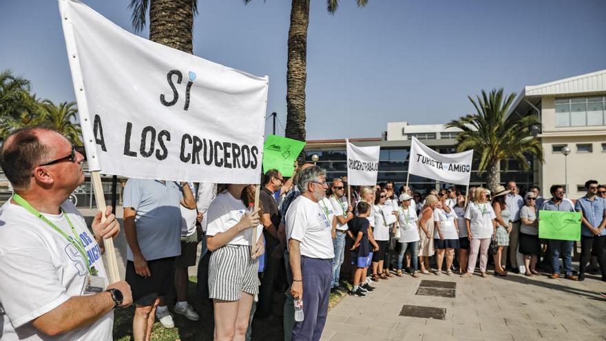 Unternehmer demonstrieren für Kreuzfahrtschiffe