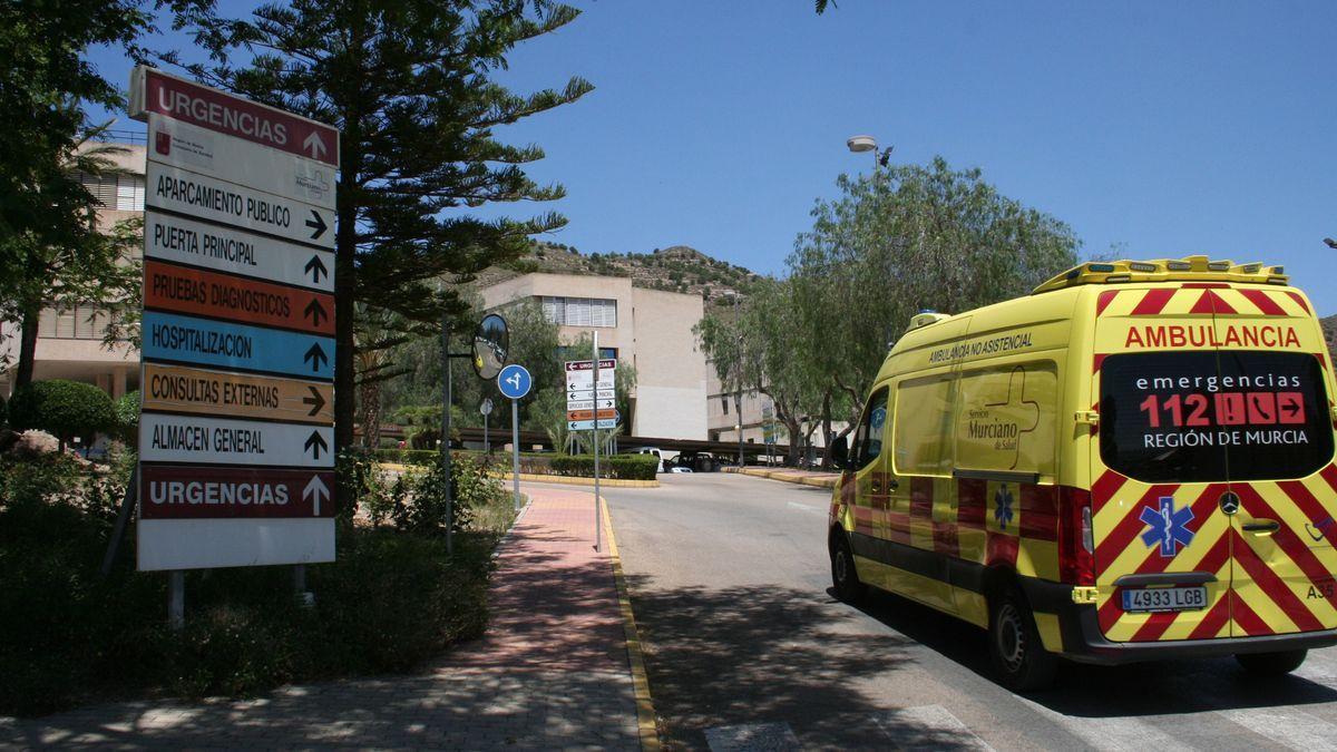 Entrada del hospital Rafael Méndez de Lorca.