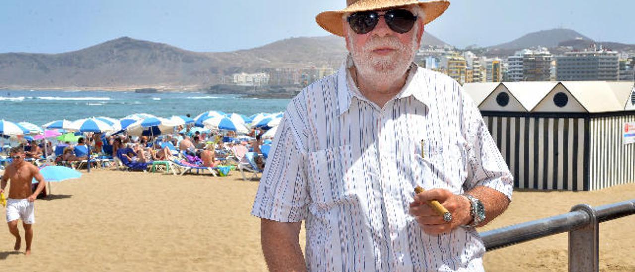 Agustín Villalba, con su típico puro en la mano.