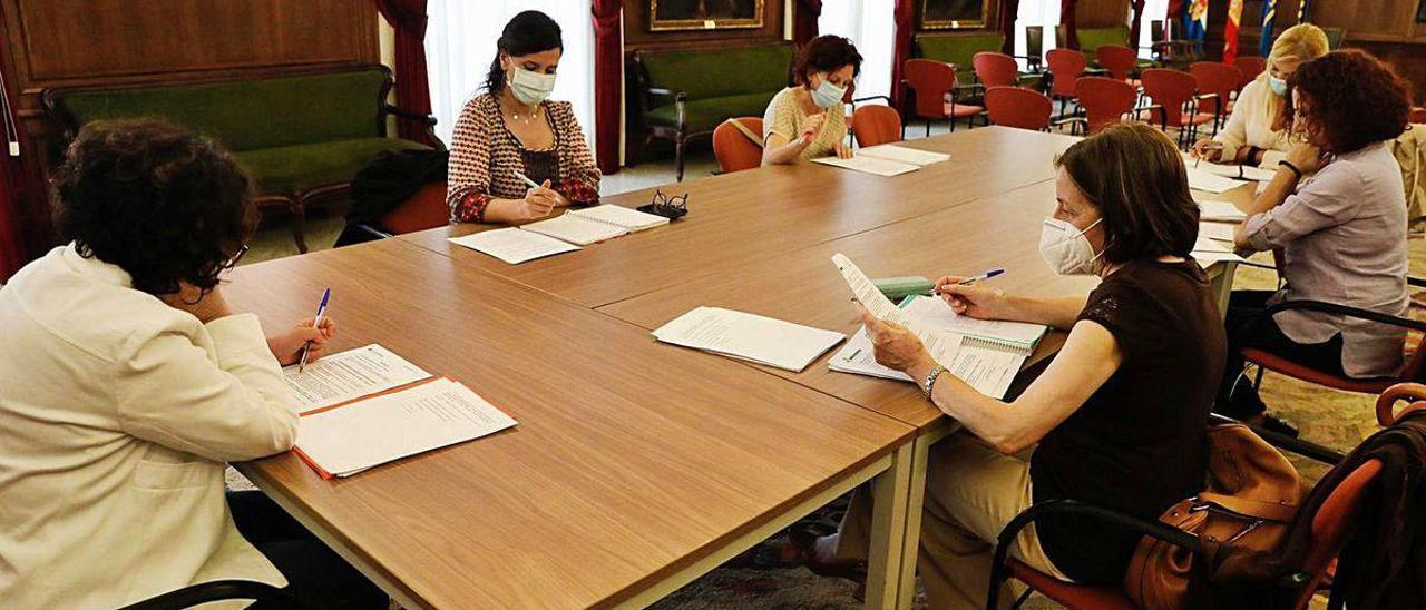 La reunión de la comisión de seguimiento de la casa de acogida de Avilés.