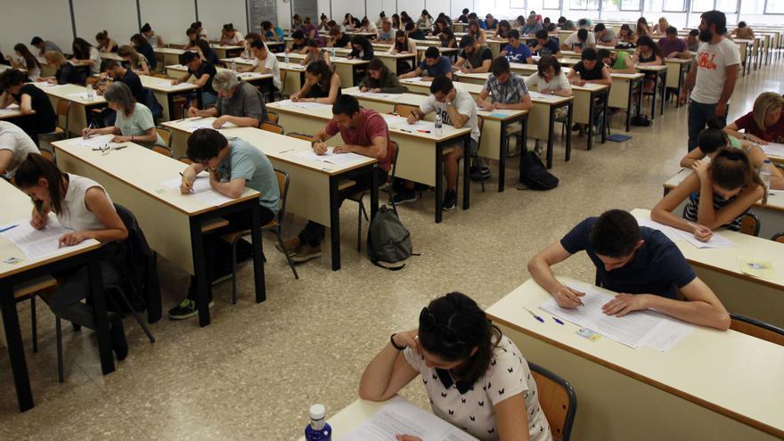 Ja hi ha data per als exàmens de valencià, als quals s'accedirà per sorteig