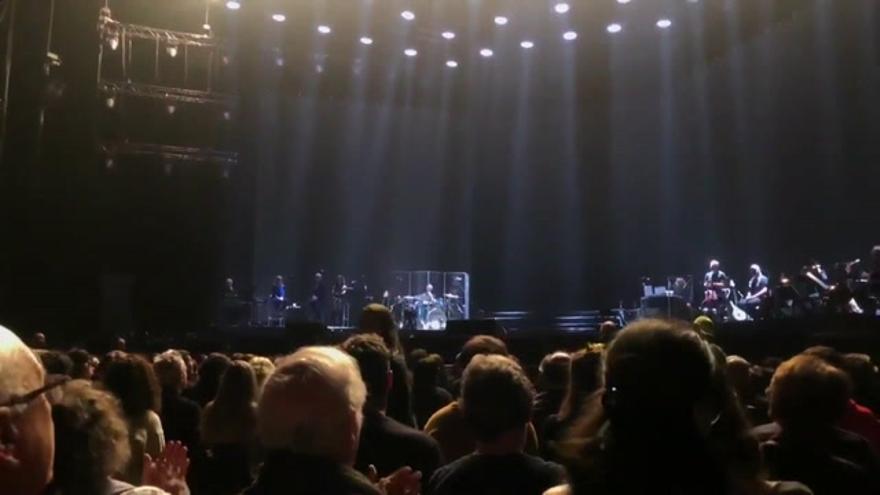Una caída de Sabina obliga a posponer su concierto con Serrat en Madrid