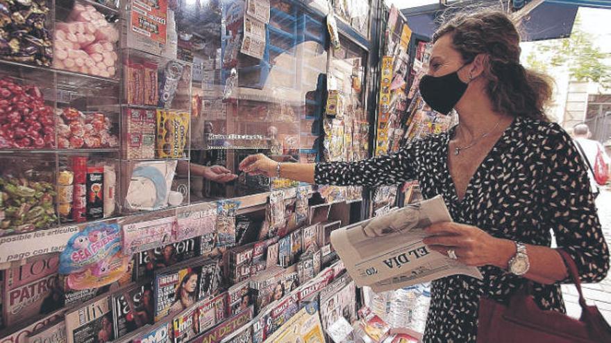 El lector se informa a través de digitales pero confía más en la prensa de papel