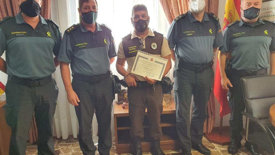 La Guardia Civil reconoce la labor del guarda rural Víctor Manuel Fumero