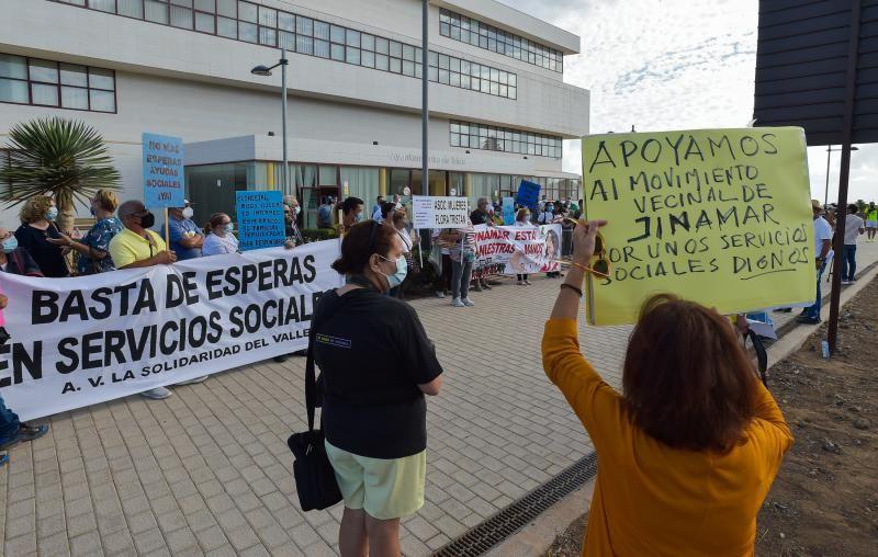 Manifestación ante el Ayto de Telde de colectivos vecinales de Jinámar
