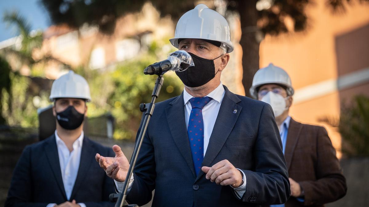El presidente de Canarias, Ángel Víctor Torres, en la demolición de Las Chumberas