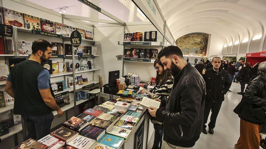 Una Feria del Libro de Alicante rodeada de polémica