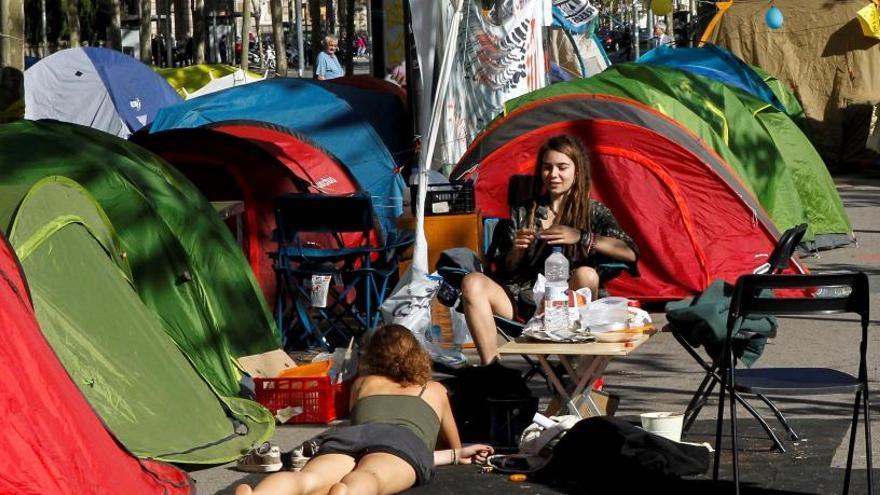 Estudiantes acampados en la Plaza Universitat de Barcelona.