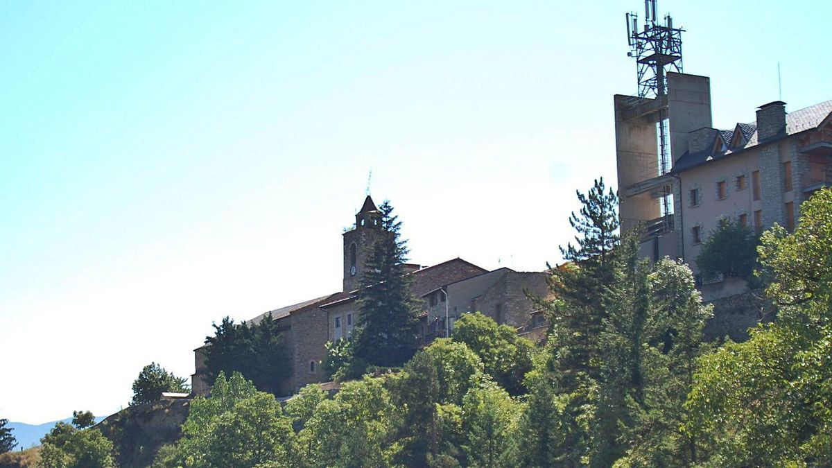 La torre de telecomunicacions que al capdamunt del turó de Bellver en marcava el perfil | ARXIU/MIQUEL SPA