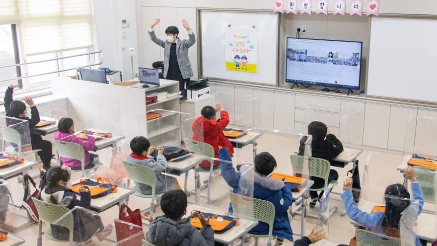 La COVID-19 destruye más de un tercio del curso escolar en todo el mundo
