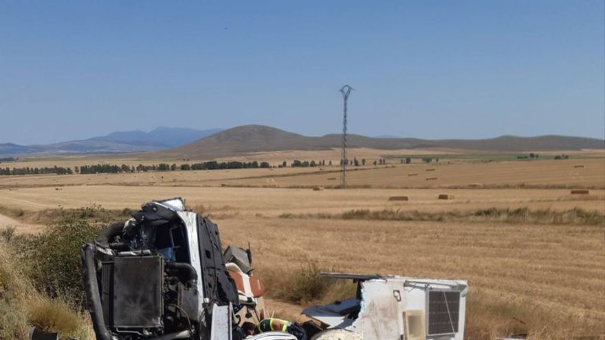 Una fallecida y un herido grave en el vuelco de una autocaravana en Soria