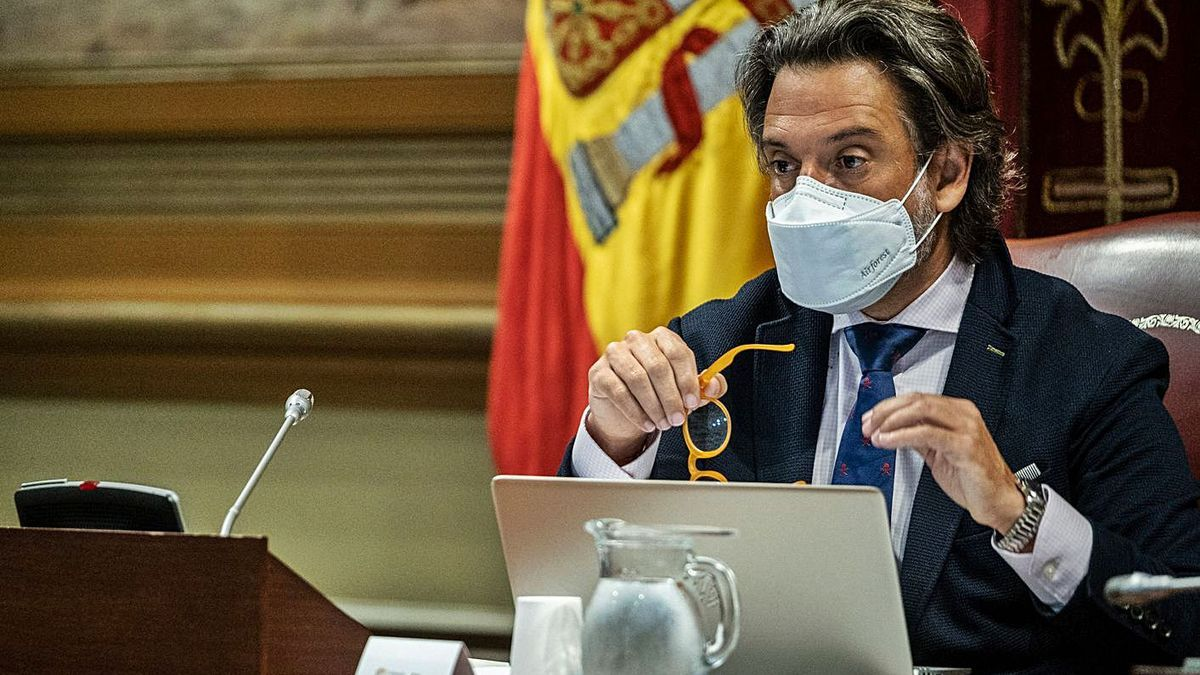 Gustavo Matos, en un pleno del Parlamento de Canarias.