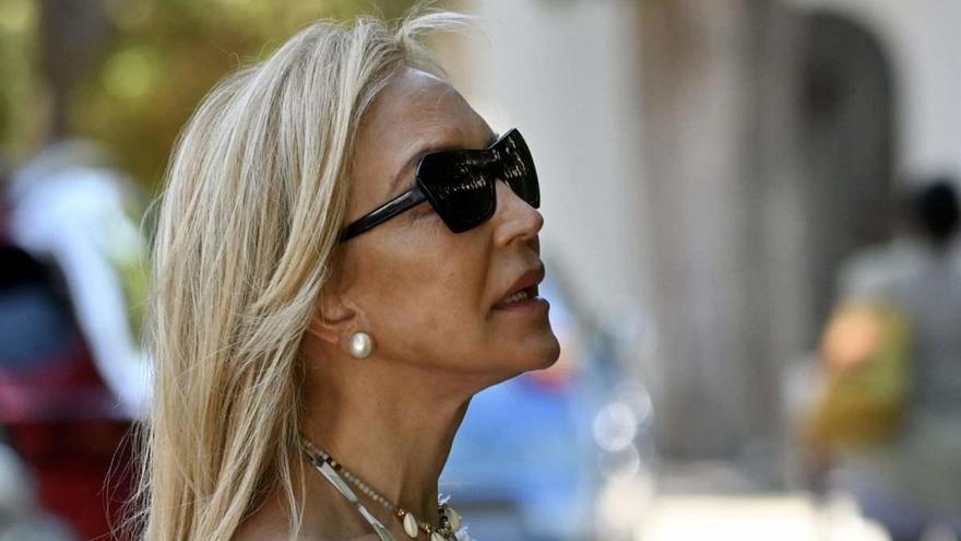 Críticas a Carmen Lomana por pasear sin mascarilla