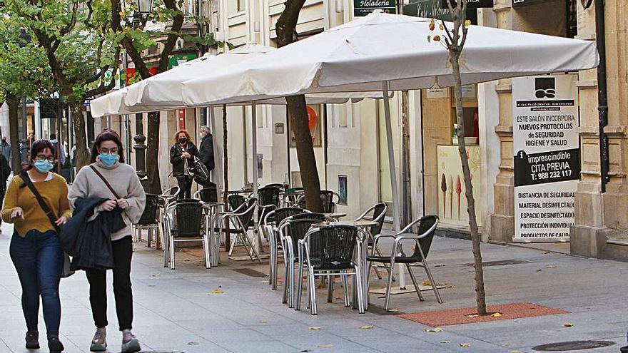 Los bares en galería podrán colocar terrazas en las calles colindantes y se admiten las licencias exprés