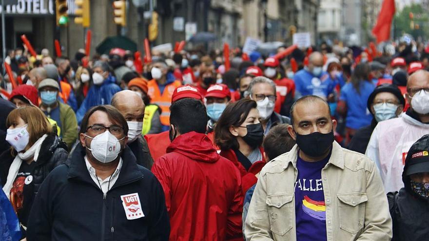 Un miler de persones omplen Via Laietana per reclamar una sortida «justa» a la crisi