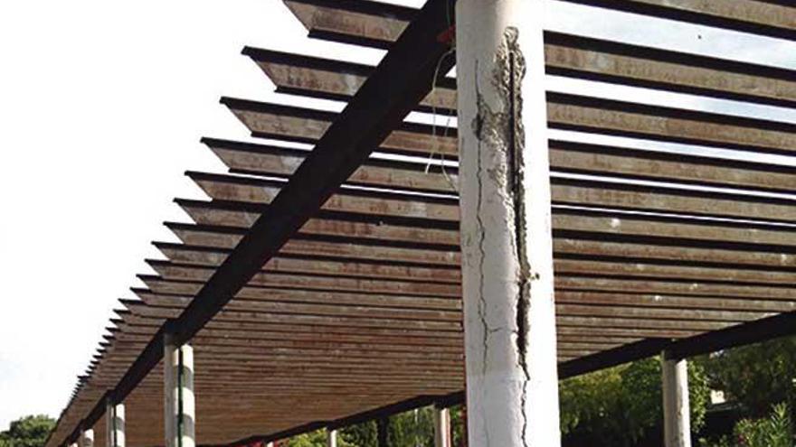 La pérgola del parque de Montesión será demolida por peligro de derrumbe