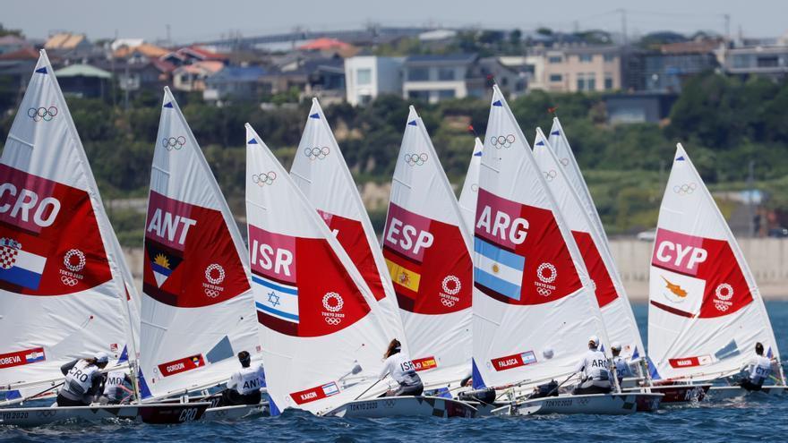 Cristina Pujol logra el primer puesto en el inicio de la competición de vela