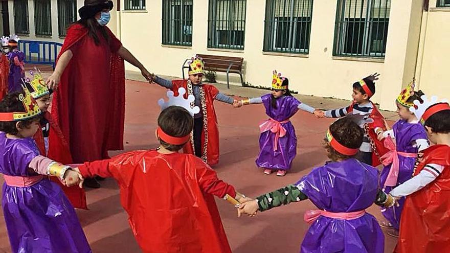 Los pequeños del colegio de Villaralbo, convertidos en monarcas de la Edad Media