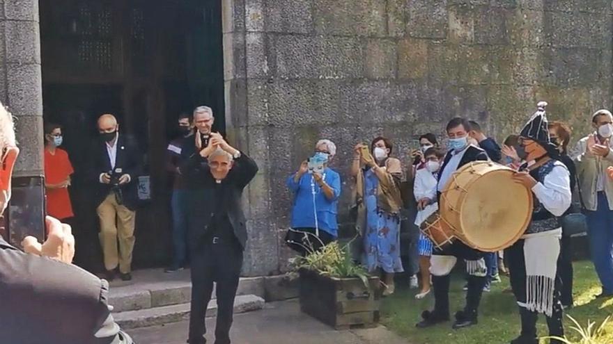 El archivero de la catedral de Tui se da un baño de masas en sus bodas de oro sacerdotales