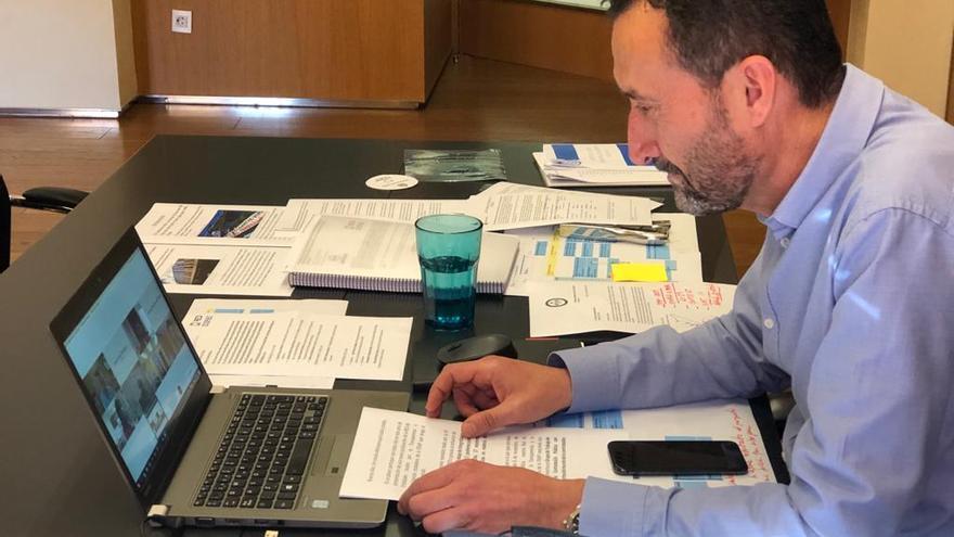 El alcalde de Elche presenta un código de buenas prácticas en contratación pública