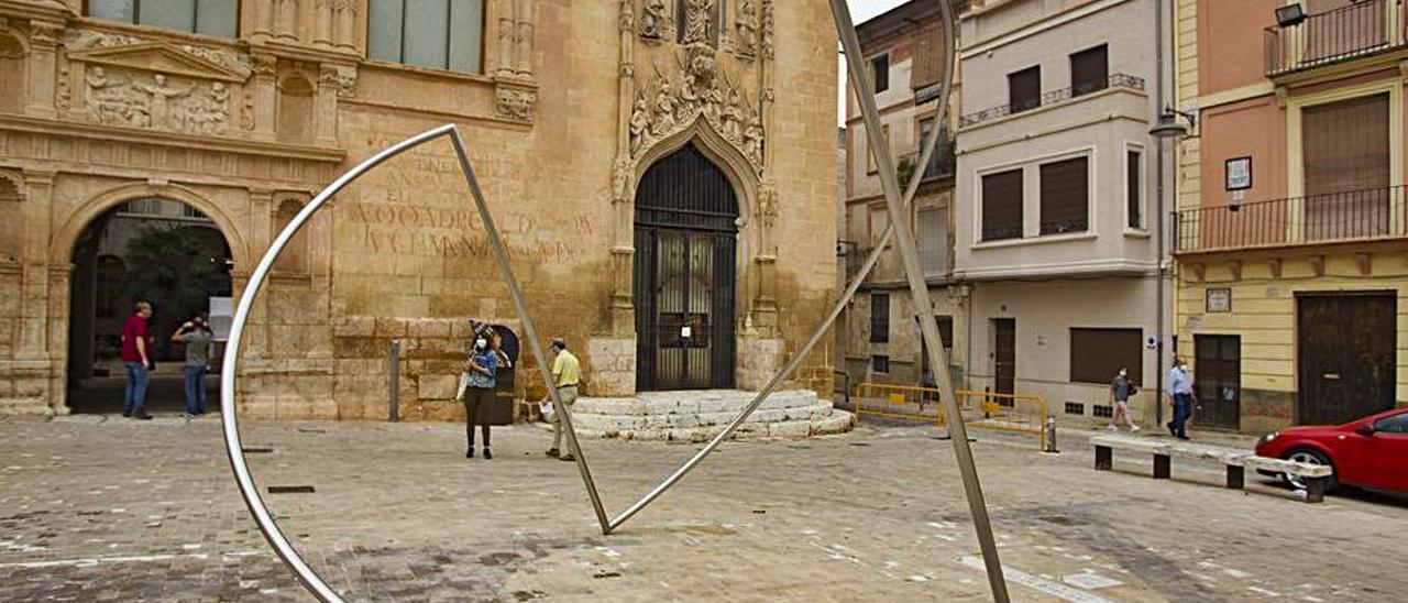 Una de las piezas de la exposoción de Andreu Alfaro. | PERALES IBORRA