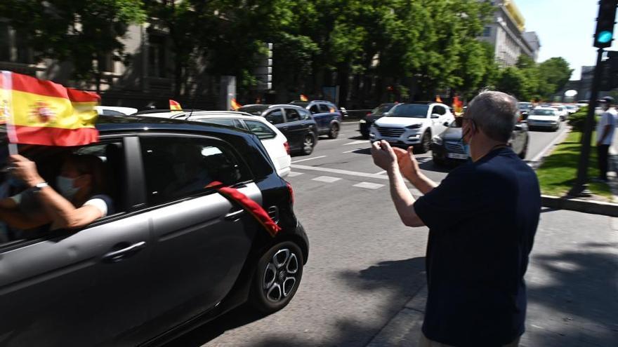Cientos de personas secundan la protesta de Vox en Madrid contra el Gobierno