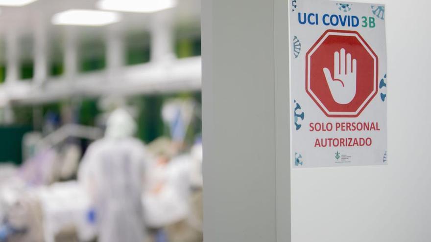 Las muertes por covid-19 en las UCI caen a la mitad por la mejora de los tratamientos