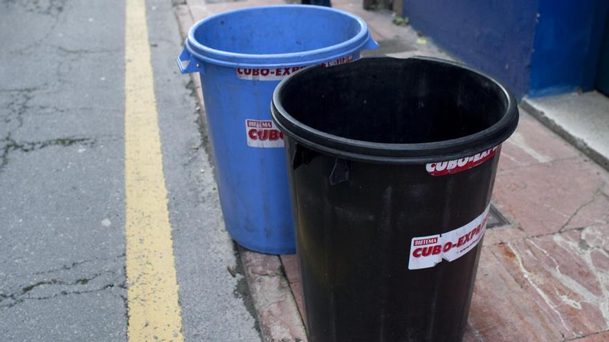 Herido leve un repartidor de cubos de basura tras sufrir un atropello en Pumarín (Oviedo)