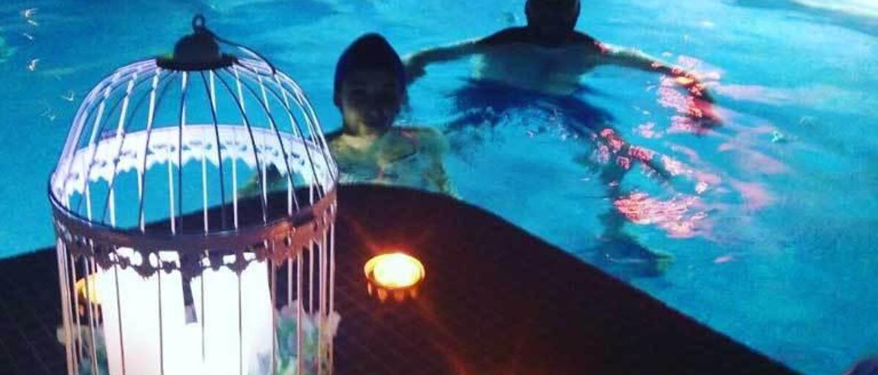 Usuarios en las instalaciones del balneario de Ledesma.