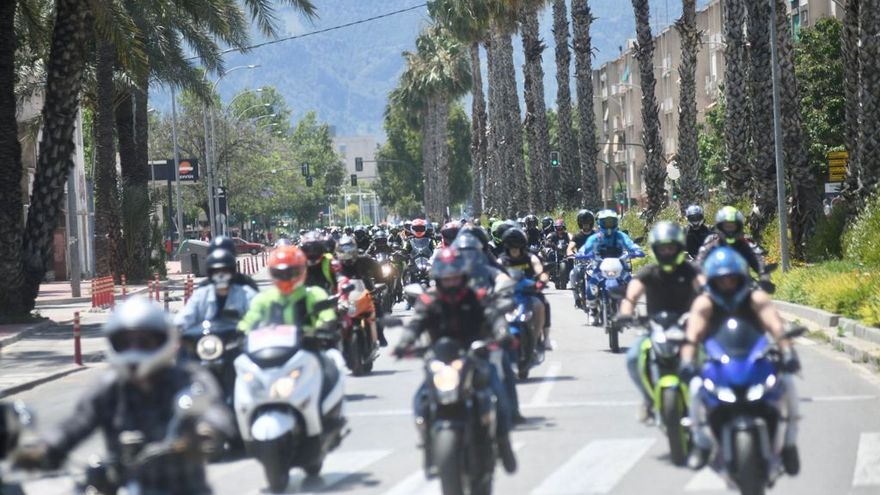 Cientos de moteros reclaman en Murcia más seguridad y menos peajes
