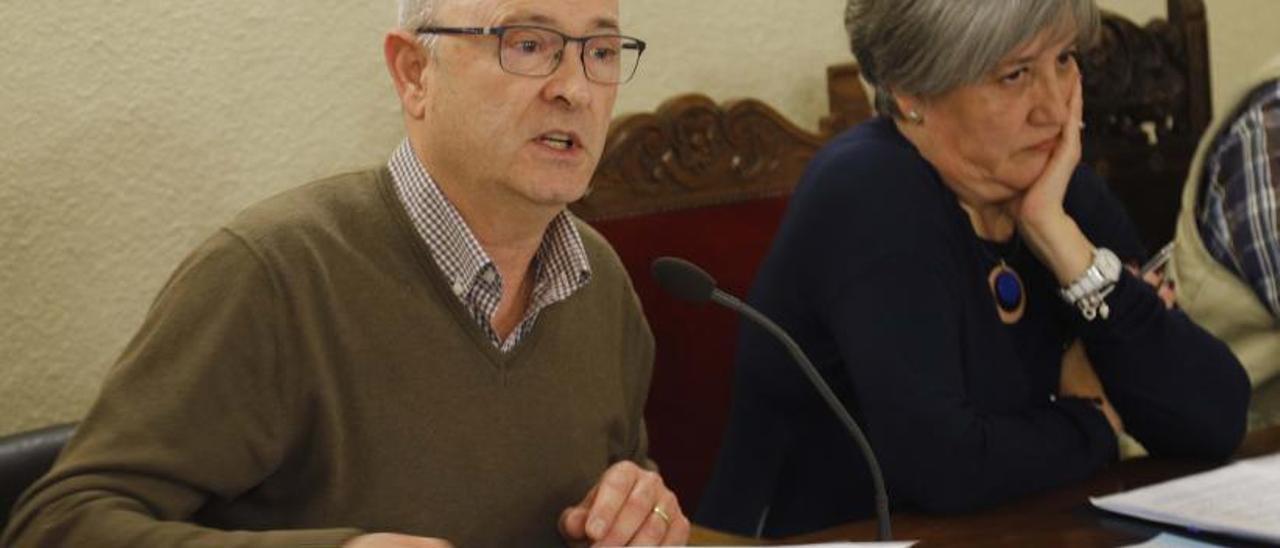 El alcalde Paco Salom (Compromís) y la vicealcaldesa Sara Diert (PSPV).   VICENT M.PASTOR