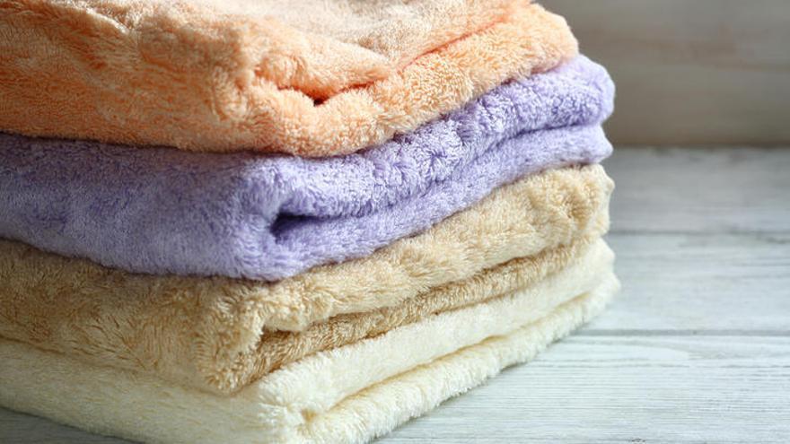 Un truco eficaz para dejar tus toallas viejas como nuevas