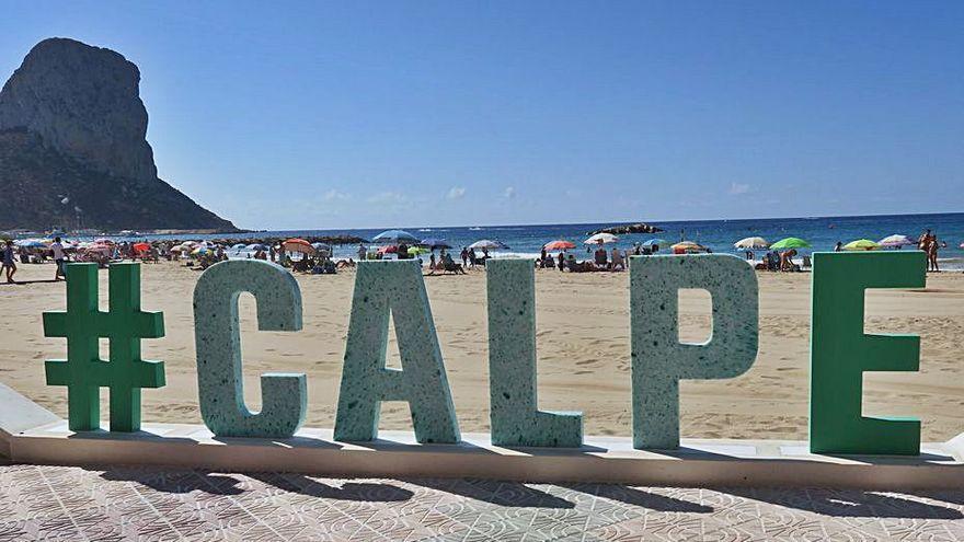 «Calp», en letras gigantes fabricadas con plásticos «pescados» en el Mediterráneo