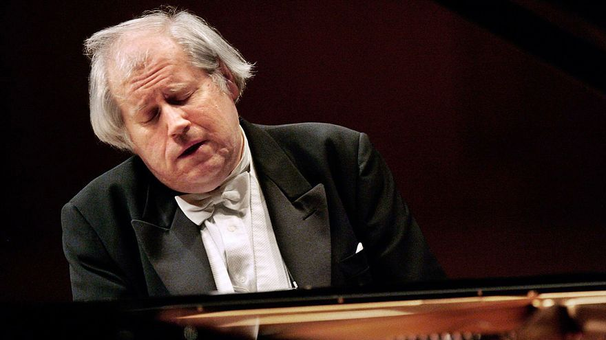 "Llega a Oviedo el pianista ruso que toca ""a tumba abierta"""