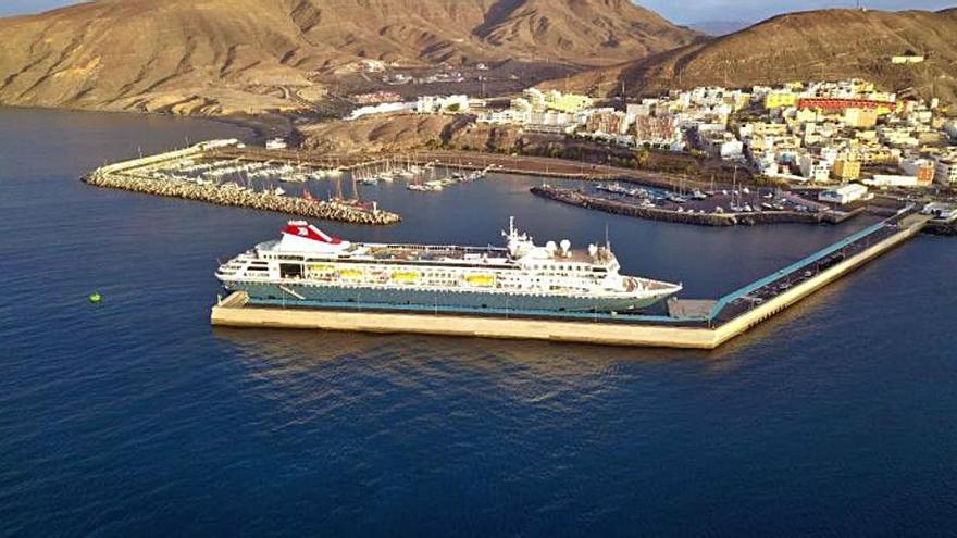 El Gobierno planea alargar el muelle de Gran Tarajal para que pueda acoger cruceros