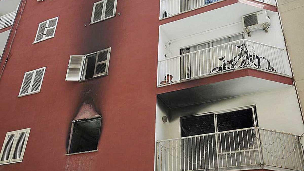 En la fachada de la casa eran visibles las señales del fuego.