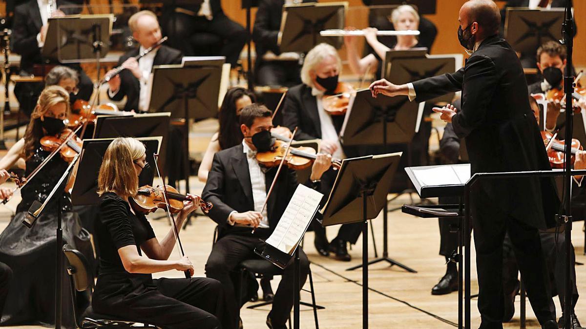 Un momento del concierto de la OSPA bajo la dirección de Rubén Díez. | Luisma Murias