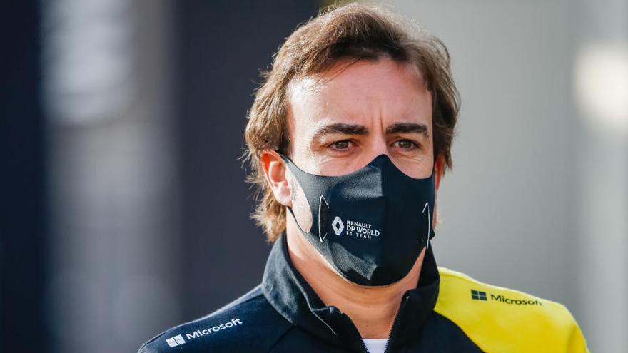 Fernando Alonso exprime el circuito de Baréin con Renault
