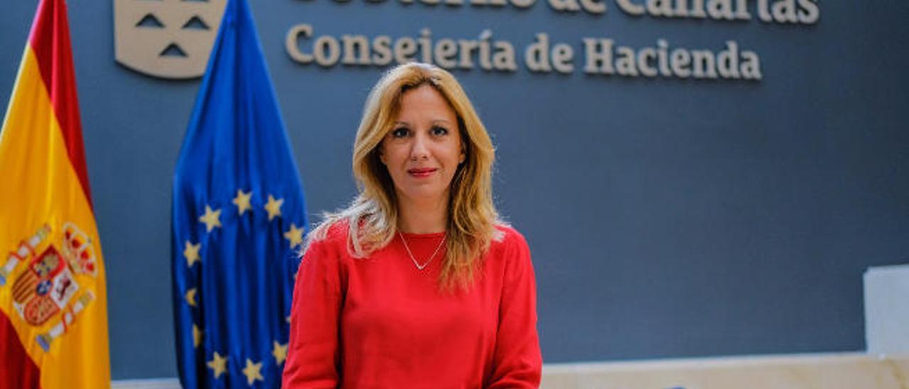 La consejera de Hacienda, Rosa Dávila, fotografiada en la sede del departamento en la capital grancanaria, durante la entrevista.