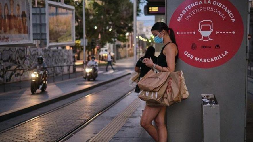 Sanidad descarta implantar un toque de queda en Tenerife