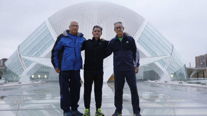 Los tres únicos corredores que han participado en todos los maratones de València