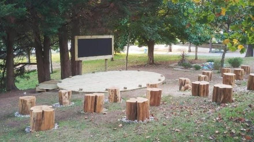 El IES de Tomiño monta un aula exterior de madera en sus jardines