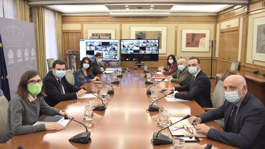 El Gobierno y las autonomías aplazan la decisión sobre el toque de queda