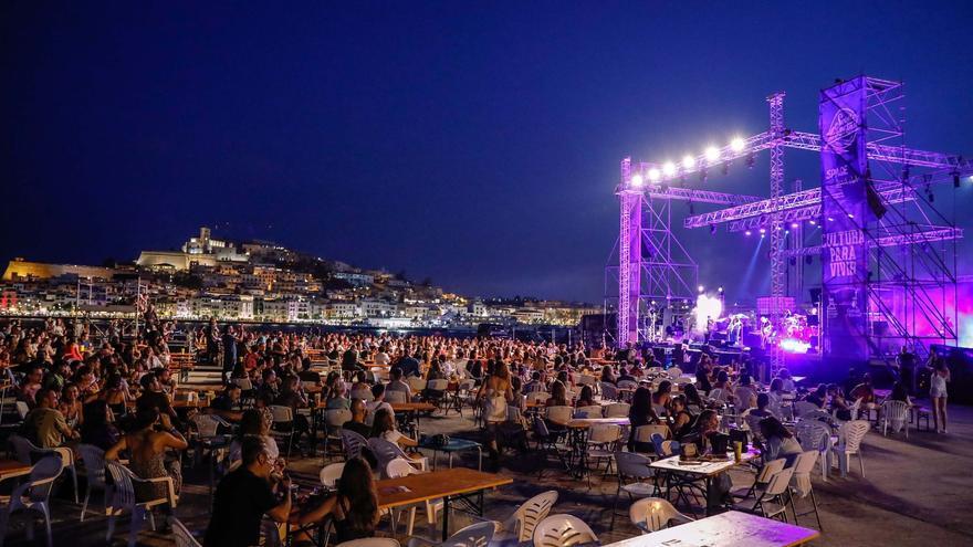 El viaje épico de Love of Lesbian en Ibiza