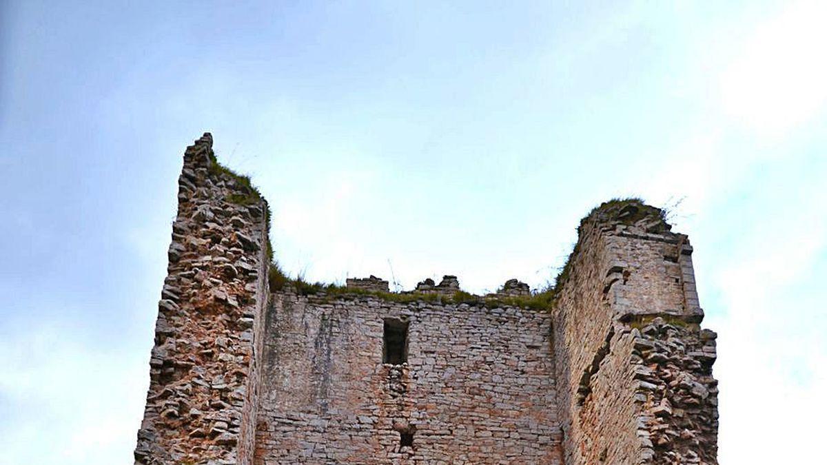 El torreón de Peñerudes, en Morcín.