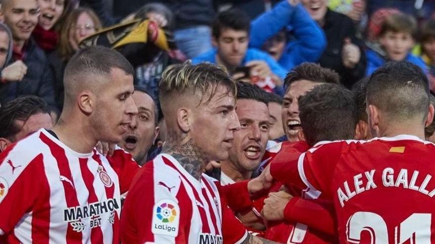 El Girona vence al Huesca en Montilivi en el tiempo añadido