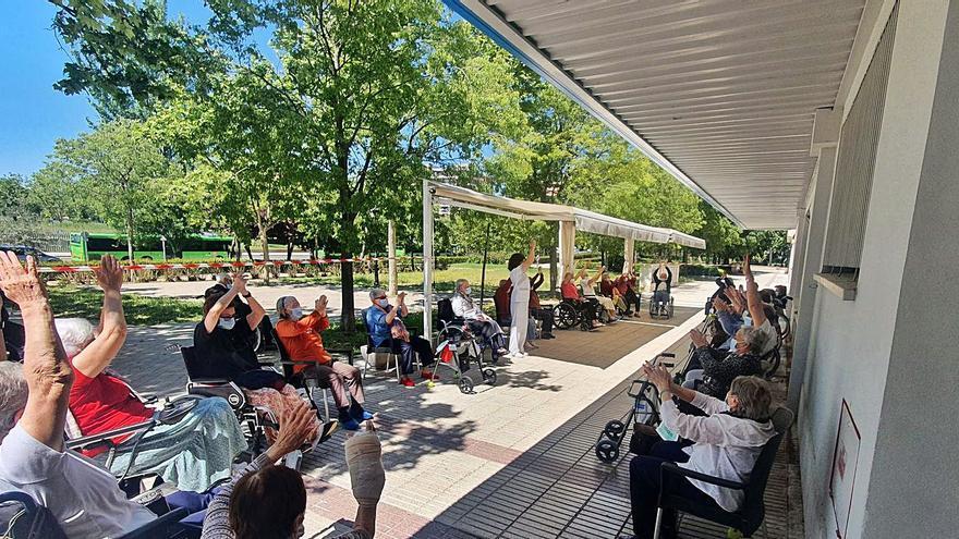 La gent gran torna a gaudir d'un estiu actiu a les residències de Sanitas