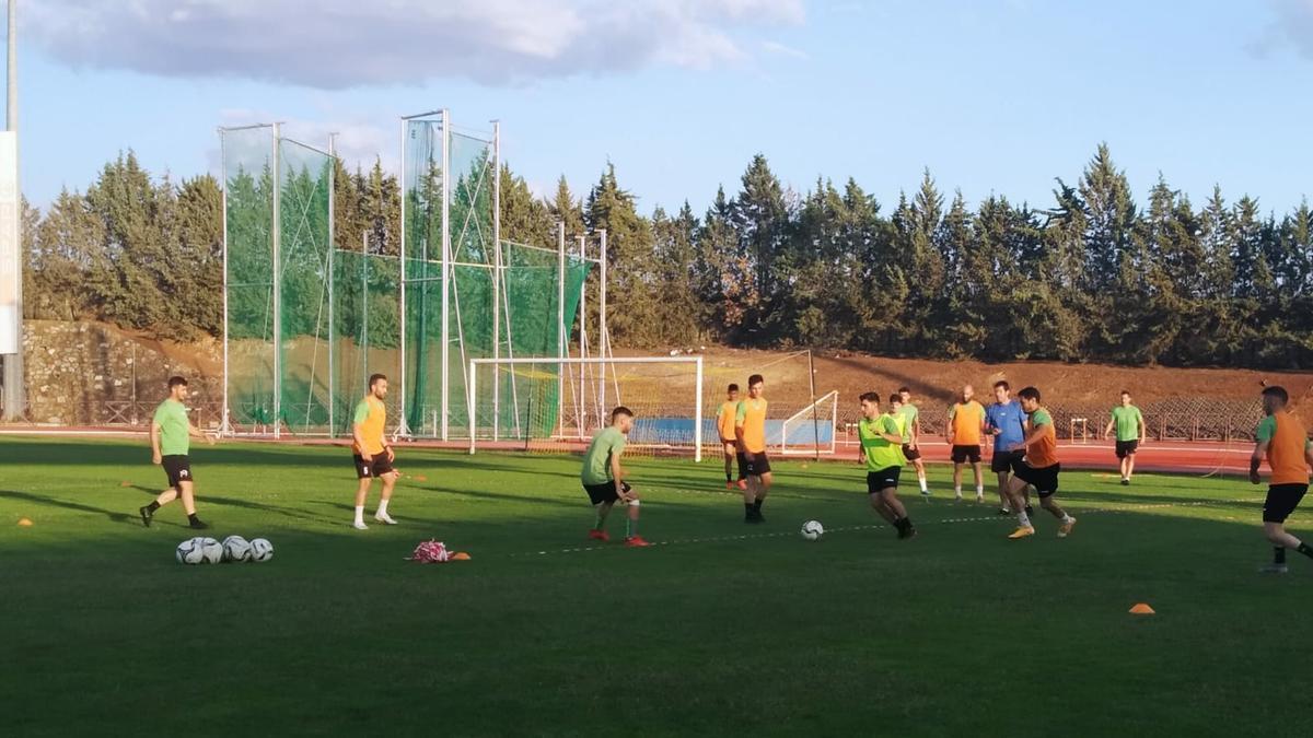 Jugadores del Villafranca durante un entrenamiento de esta semana.