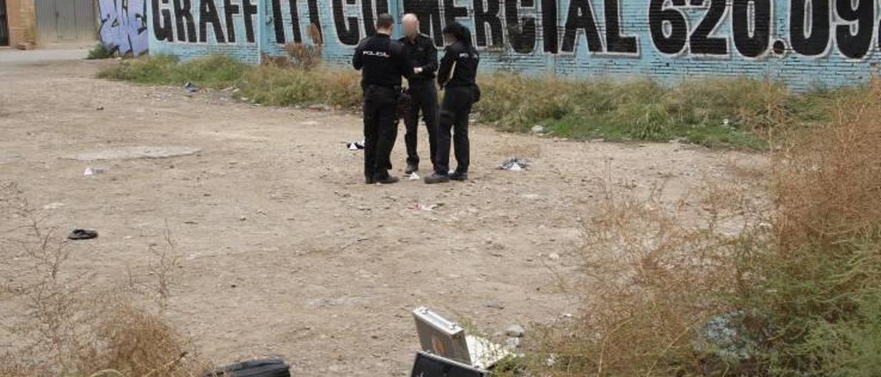 Persiguen y reducen a tres atracadores que les acaban de robar 5.000 euros en Valencia