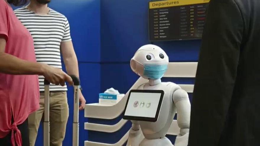 """Pepper, el robot que te recuerda """"amistosamente"""" que te pongas las mascarilla"""